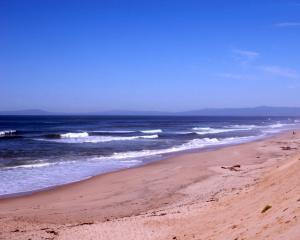 песчаный океанский берег